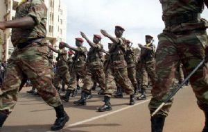 Burkina: hommage national aux militaires tués dans les attentats de Ouagadougou
