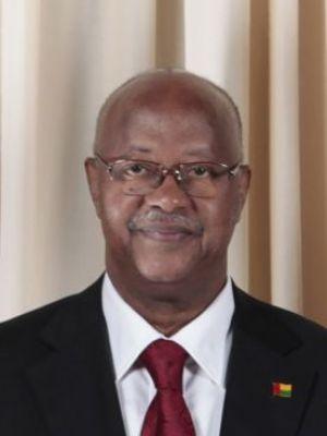 """Bissau: Le président Bacai Sanha maintenu dans un coma artificiel à ' l'hôpital Val de Grâce"""" en France"""