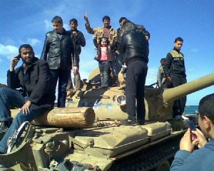Les rebelles libyens capturent 17 soldats de Kadhafi