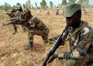 Les deux véhicules des bandits armés, en fuite, neutralisés par l'armée nigérienne