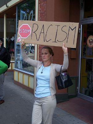 Afrique du Sud: manifestations contre une publicité jugée «raciste» de H&M