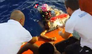 Libye: près de 300 migrants secourus en mer (marine)