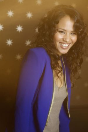 "<strong style=""margin-right:4px;"">Photo diffusée par Charles Clément pour la promotion de l'album de Mayra Andrade.</strong>  					La chanteuse Mayra Andrade"