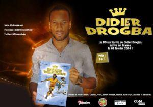 """<strong style=""""margin-right:4px;"""">© La bande dessinée Â« Didier Drogba ».</strong>  Didier Drogba présentant sa bande dessinée"""