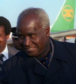 Kenneth Kaunda se voit conférer la citoyenneté honoraire du Mozambique