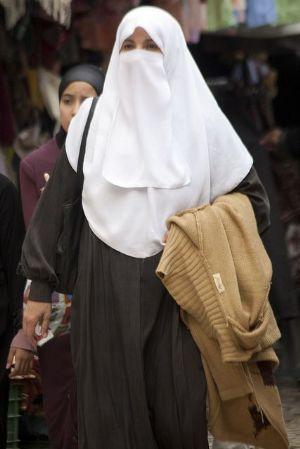 le mariage dune italienne a tourn au cauchemar lorsque son mari marocain a commenc devenir violent et possessif il voulait tout prix que celle ci se - Mariage Forc Islam