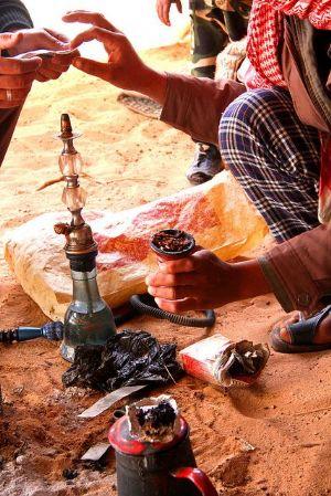Kenya : les autorités interdisent de fumer la chicha pour des raisons sanitaires