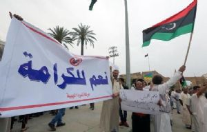 Libye : Manifestation en faveur d'un général dissident