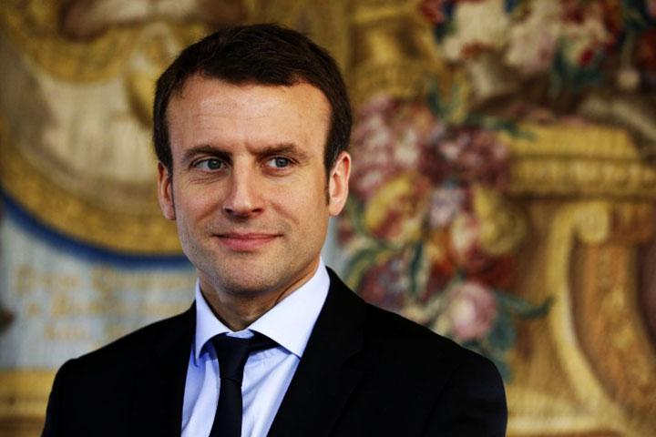 Emmanuel Macron pose la première pierre du métro d'Abidjan