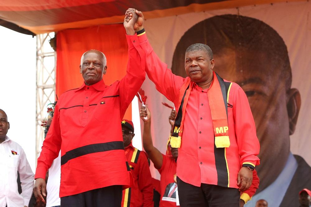 Angola: l'ex-président dos Santos quitte définitivement la scène politique