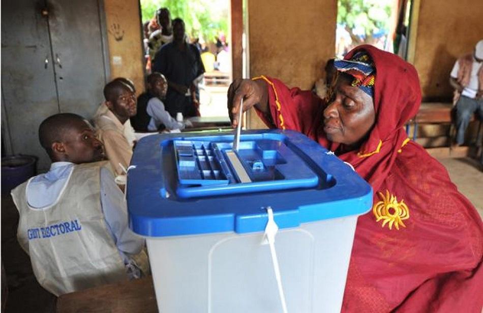 Mali: les magistrats contraignent le gouvernement à repousser les Législatives
