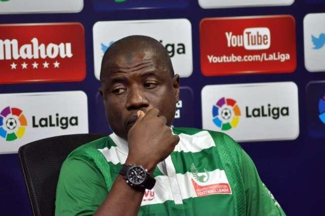 Football/Corruption: le sélectionneur adjoint des Super Eagles mis au banc pendant 1 an par la NFF