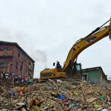 Nigeria : l'effondrement d'un immeuble de 3 étages à Lagos fait plusieurs morts