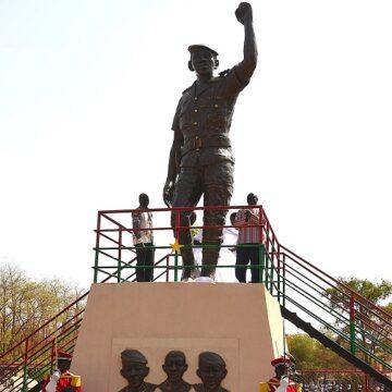 Burkina-Faso : pas assez ressemblante, la statue de Thomas Sankara sera refaite