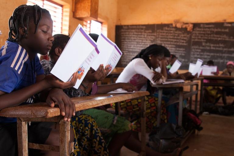 Burkina-Faso : les autorités envisagent de revoir les contenus des manuels éducatifs