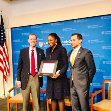 Cina Lawson, 1ère politique africaine distinguée par l'Alumni Award d'Harvard